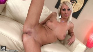 Ugly blonde MILF Pamela Blond gives close up view of her snapper