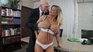 Killer body Kristal Summers gives a tremendous blowjob and titjob